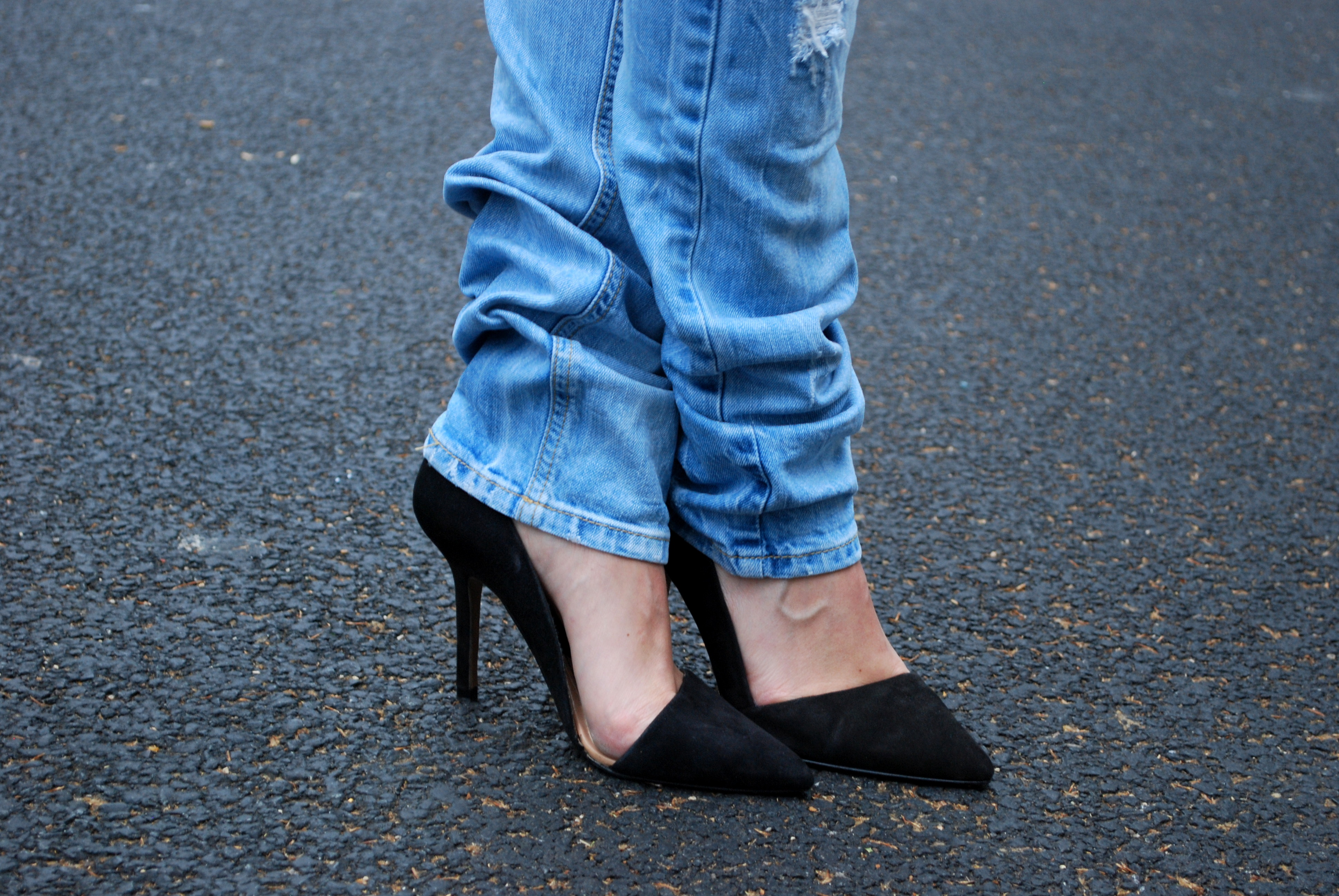 Destroyed jeans, asymmetrical pumps » Destroyed jeans, asymmetrical ...