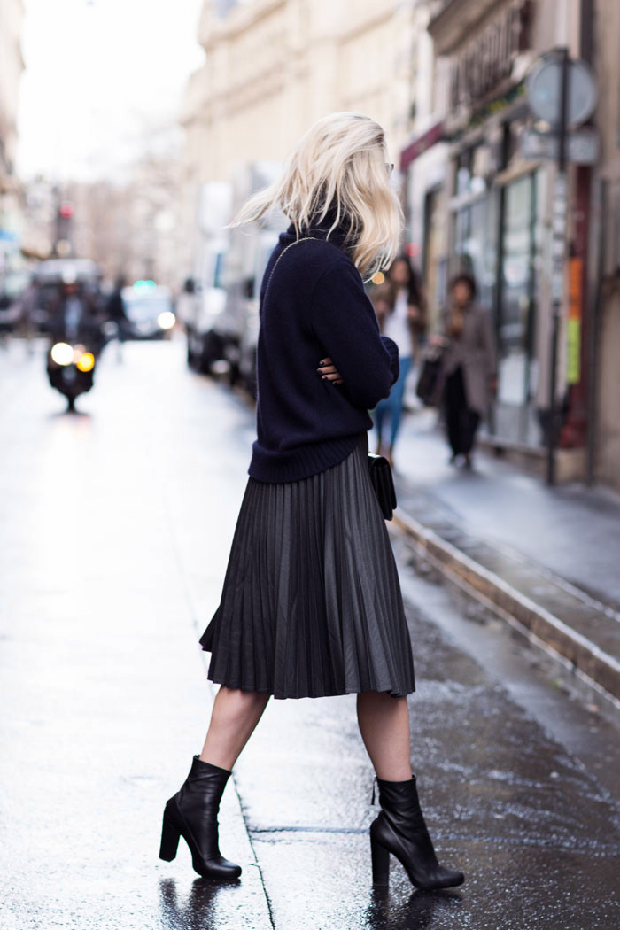 Pleated midi-skirt | THEFASHIONGUITAR