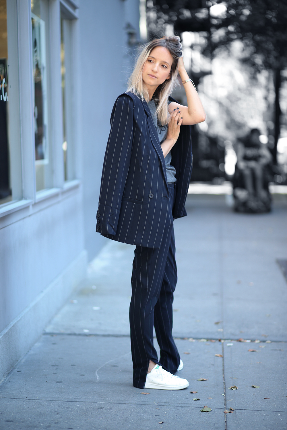 30 Blogger Street Style Outfits Wearing the Pinstripe Trend ...