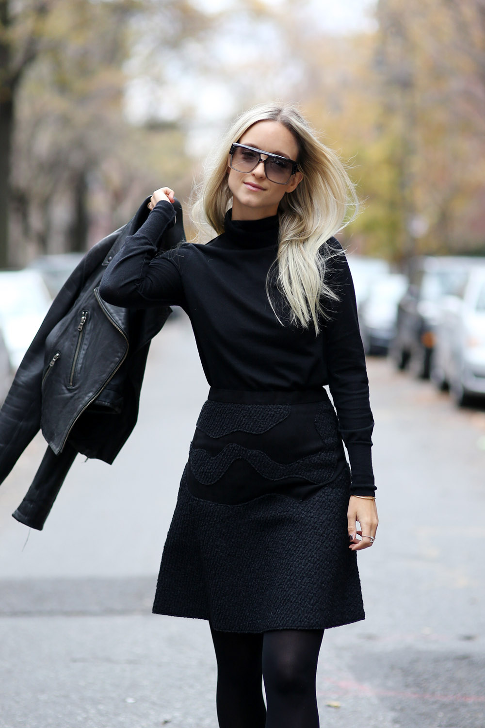 All black | THEFASHIONGUITAR