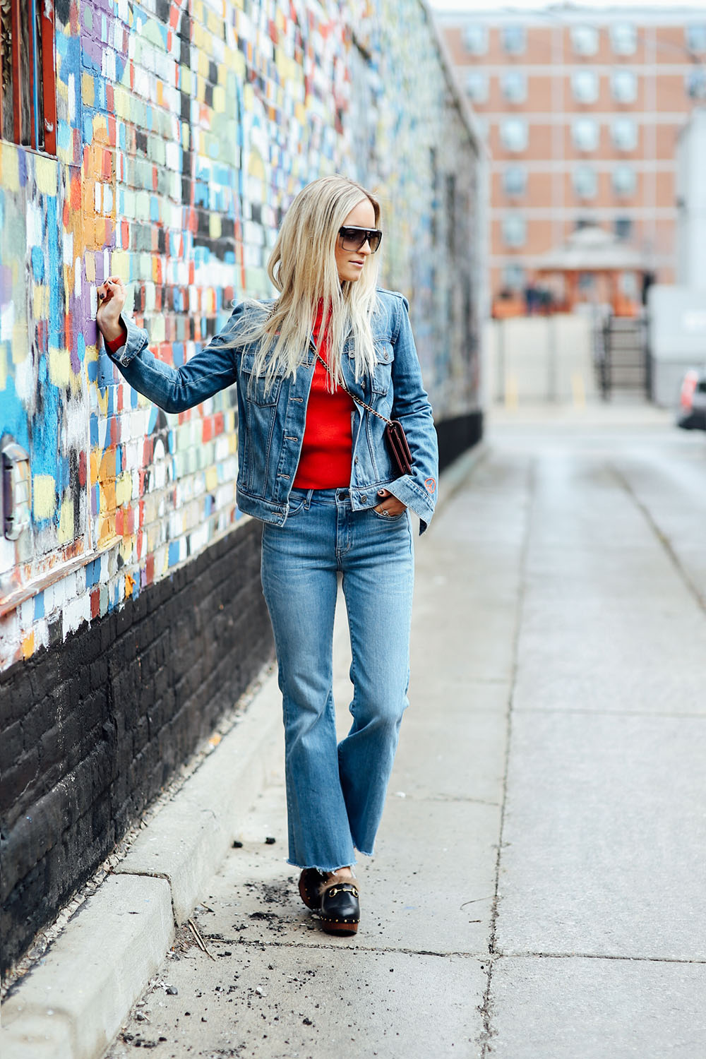 Gucci-clogs-and-jeans