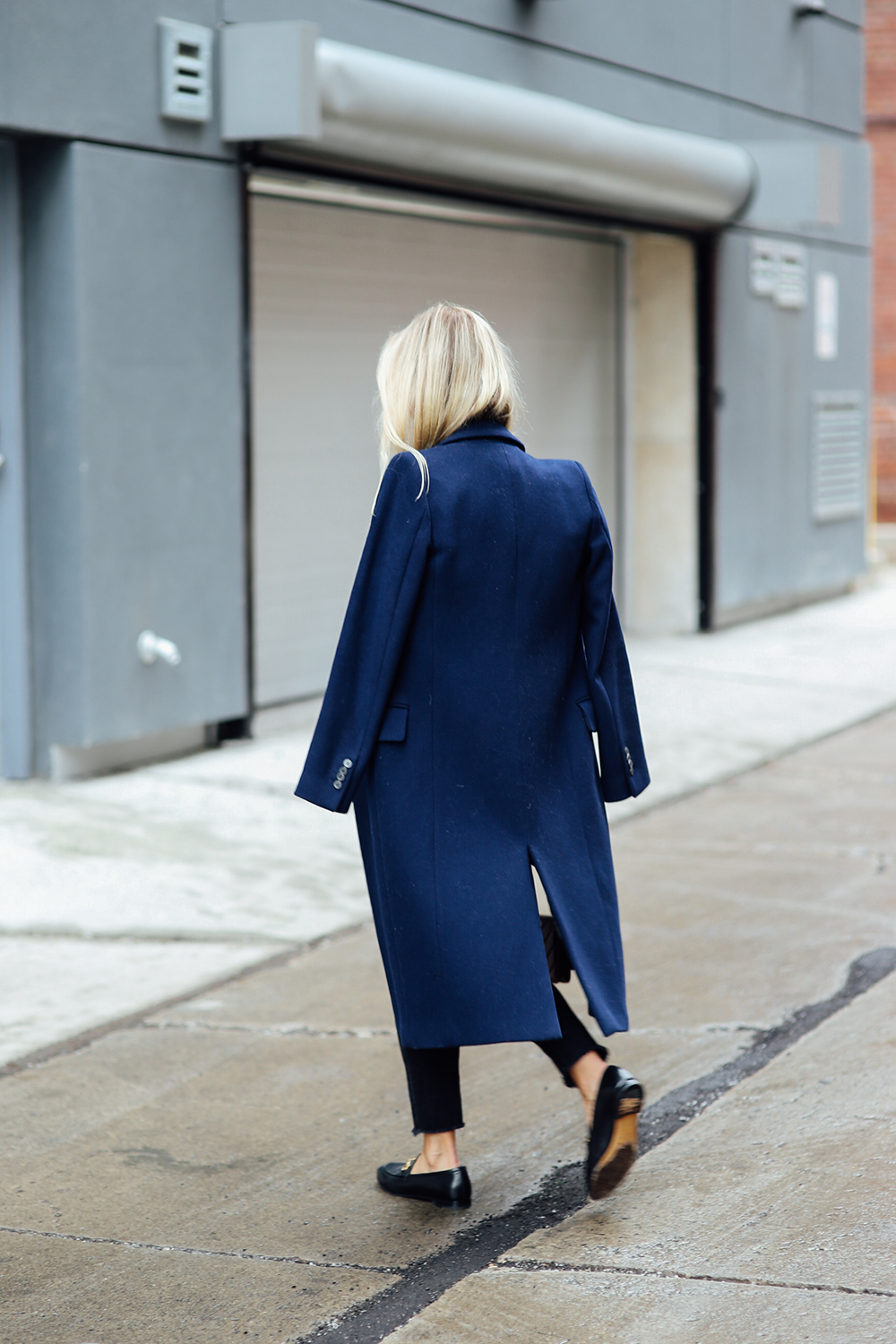 Navy-coat-black-jeans-Thefashionguitar