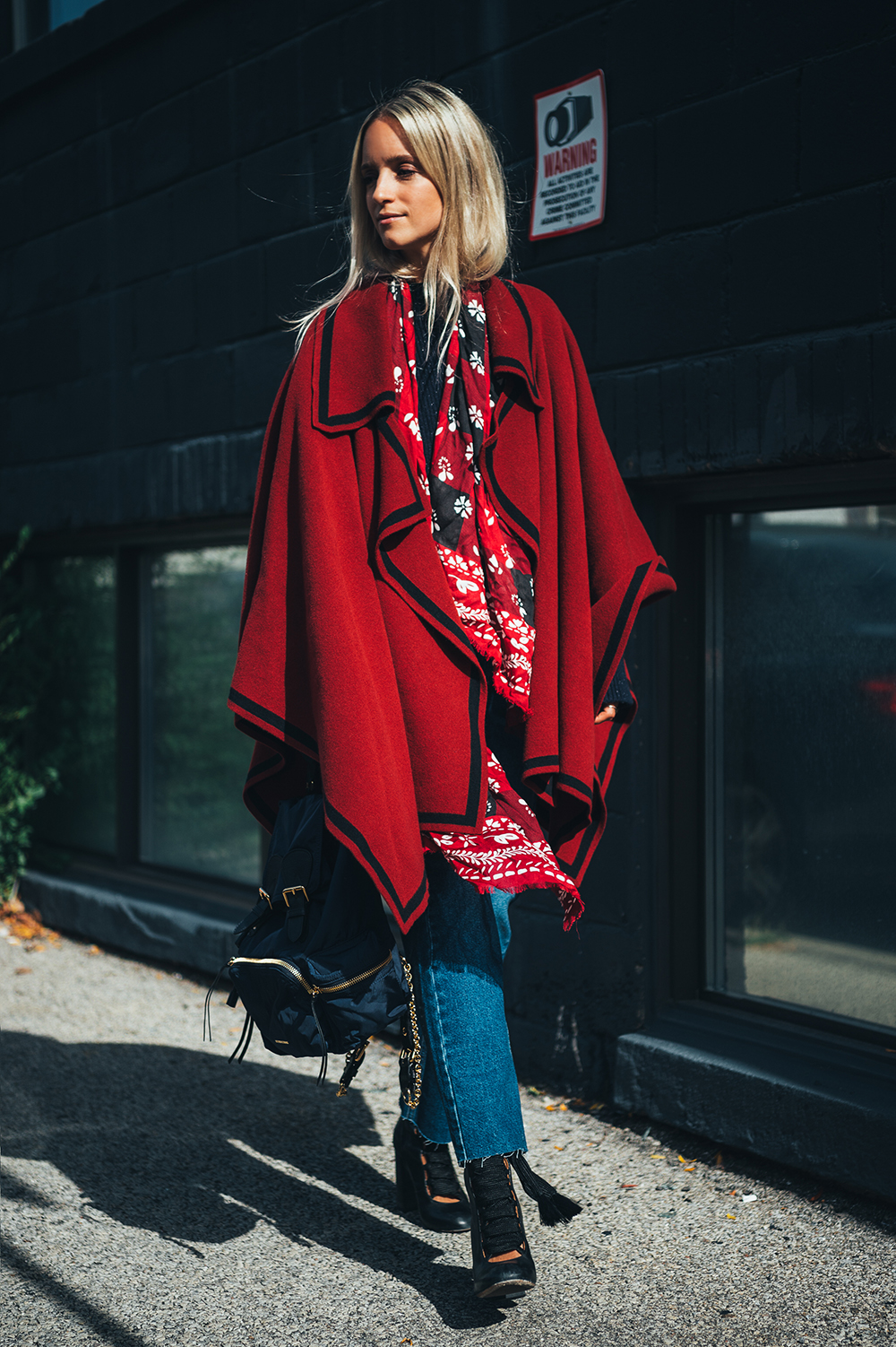 Burberry poncho The fashion guitar Charlotte Groeneveld