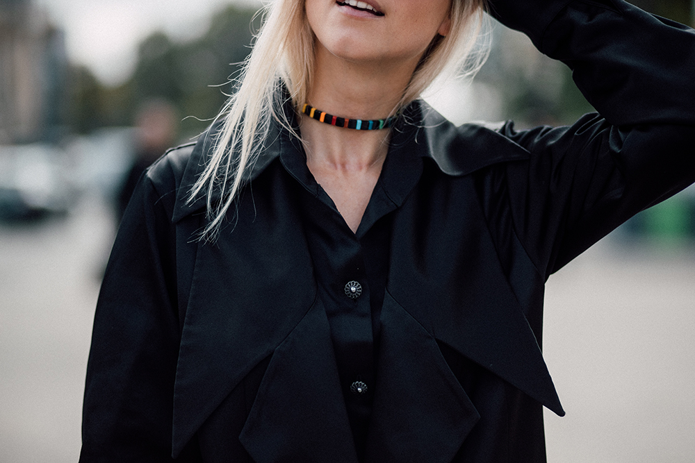 Roxanne Assouline choker worn by Charlotte Groeneveld The fashion guitar