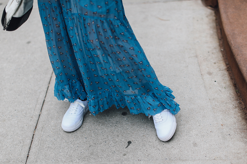 Charlotte Groeneveld Thefashionguitar in Mix No. 6 sneakers via DSW and Baum und Pferdgarten dress