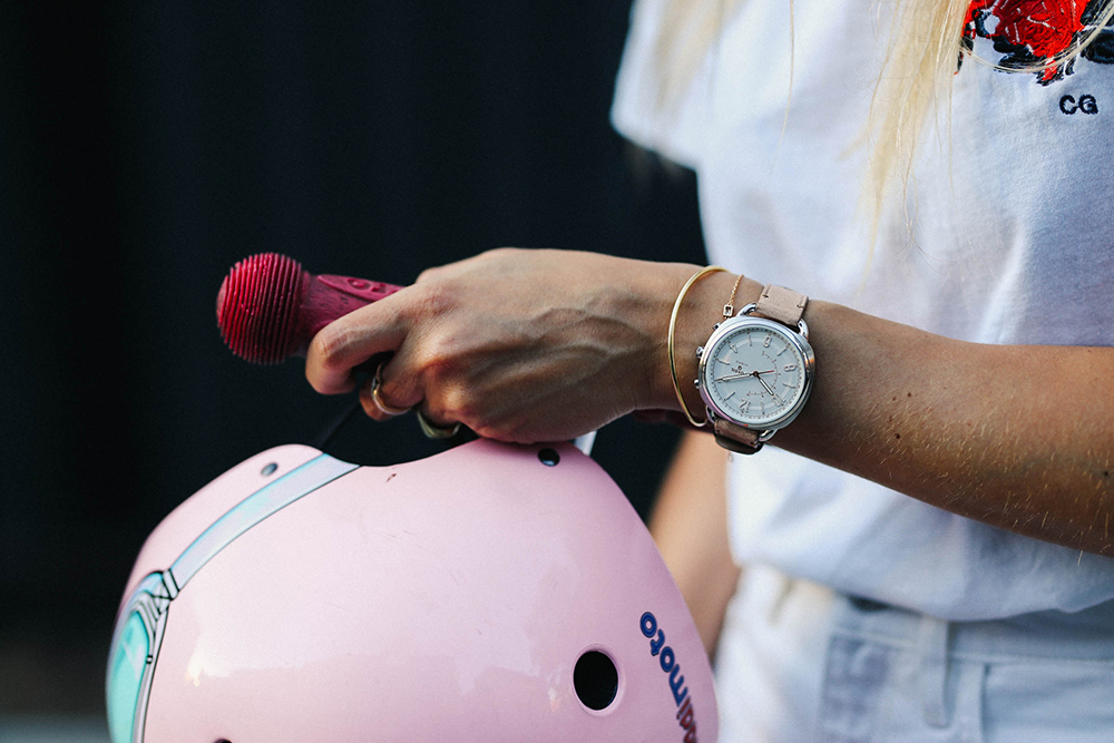 Charlotte Groeneveld Thefashionguitar for Fossil Hybrid Smartwatch